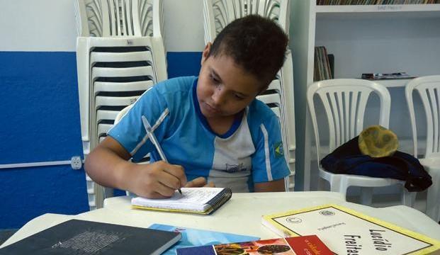 Biblioteca do bairro Água Mineral pede doação de livros e cadeiras