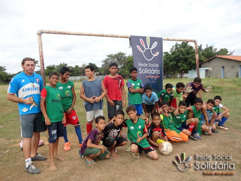 Iniciativa afasta crianças e adolescentes das ruas com o esporte